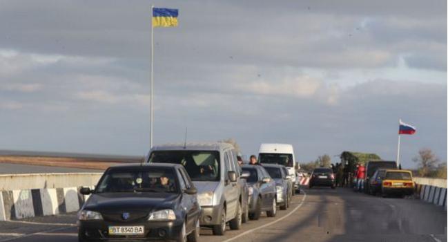 Ниже некуда: украинские власти устроили шоу на границе с Крымом
