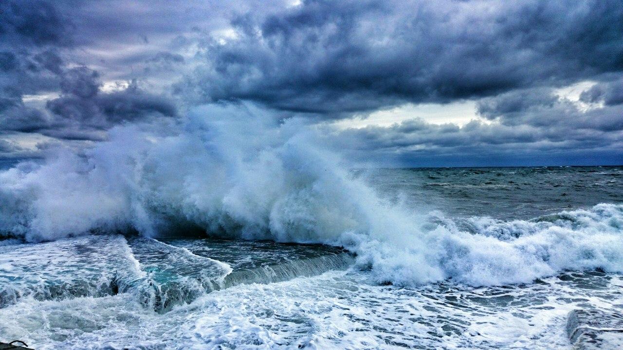 Штормовое крым фото рядом с морем